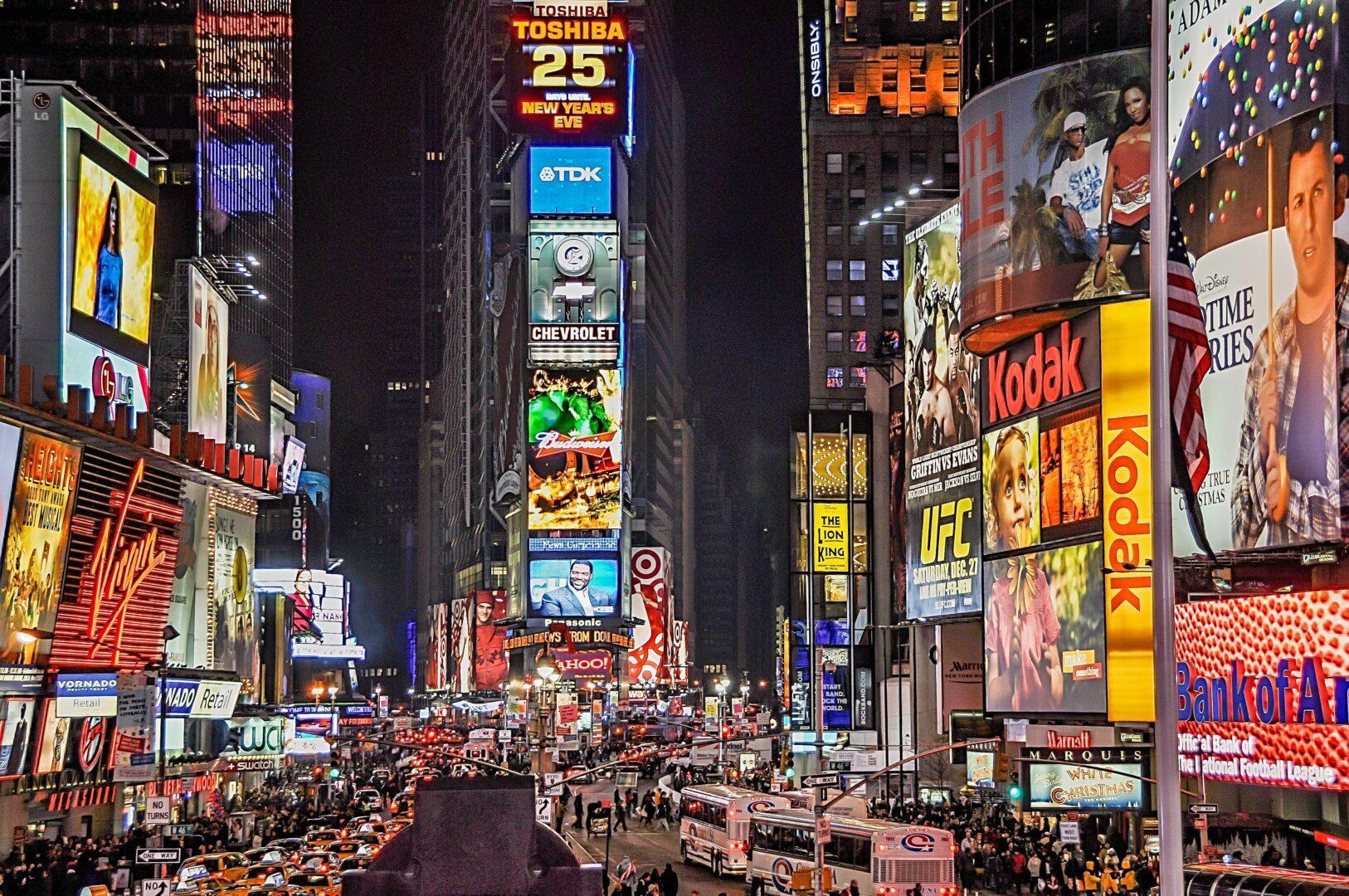 Novas Organizações para uma Nova Economia no Manhattan Connection