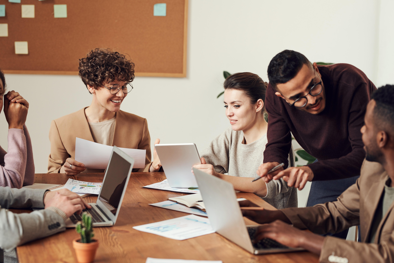 O falso dilema do elogio — Reconhecimento no trabalho